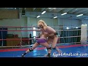 Wrestling babes enjoy licking and fingering
