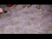 La mere noel est une salope salope brune nue