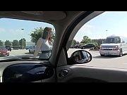 Universitaria haciendo mamada en un coche