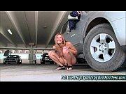 Femme tout nue sur le dos avec les jambe collet anaik escort