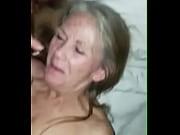 Chaud nu brune womens jeune mec baise mamie en voiture