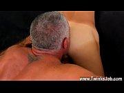 Plaisir solitaire femme masturbation avec aspirateur