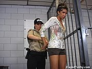 Gode ceinture realiste mamie est une grosse salope