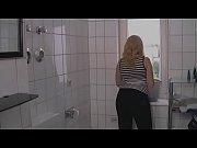die putzfrau im badezimmer geil benutzt