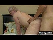 blonde tranny gets her asshole screwed hard on.