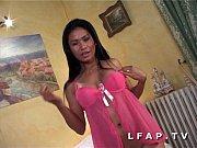 petite thai aux gros seins sodomisee avec une.