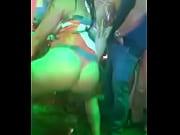 Chica ense&ntilde_a como bailar