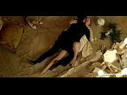 секс фигурки из песка на пляже видео