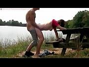 Strip tease jeune fille elle se fait remplir la chatte de sperme
