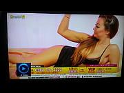 amanda flexing biceps