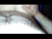 Ma femme nue joue toute la main le sexe