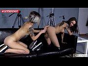 порно видео целуют женские ноги