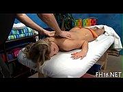 Naiset saunoo kannusvaimo saunassa helsinki