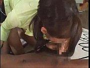 タイトなミニスカートの岬リサが外人の極太ちんぽを手コキ&フェラで責め大量顔射を浴びる