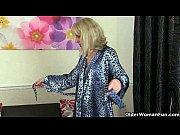 Sarita savikko nainen sängyssä