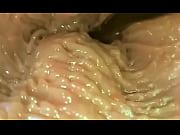 Petite salope poilue femme aime le sperme