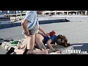 Femmes nu jambes ecarte suce chatte femme