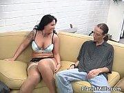 секс с красивой целкой с мулаткой видео