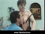 Femme sein nue dans les près matures nues plus jeunes
