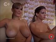 busty edo naked on a sofa at aktmodell
