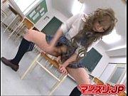 (江住梨杏)ギャル女子高生が誰もいない教室で椅子に太いディルドを置いてオナニーwwヌプヌプとJKのオマンコで出し入れされてww