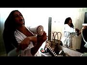 Rosy Pinheiro se arrumando para mais um dia de grava&ccedil_&atilde_o.