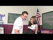 Video porno de femme qui se fait taper en baisant