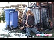 Femeie Matura Este Fututa De Un Tanar Pe Strada Langa Un Container De Gunoi