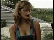Laide salope femme au petit sein