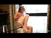 Frauen nackt unterm kleid männer beim spritzen
