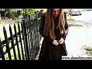 Salope latina voyeur sous la jupe