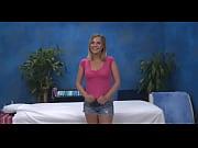 видео сынок возбудился на мамины зрелые сексуальные ножки