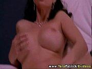 жена заставляет лизать ей пизду