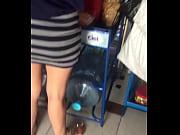 piernas en la tienda