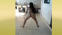 dançando funk sem calcinha