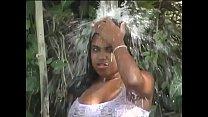 Tomando Banho na Beira da Estrada thumbnail
