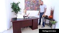 Hot Employer Nina Kayy Is Banged By A Big Dick Grunt Worker! Vorschaubild