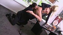 Im Büro mit geiler Kollegin fremdgehen -- blowjob plus Vorschaubild