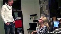 Deutsche Mutter fickt ihren Fitnesstrainer als Papa weg Vorschaubild
