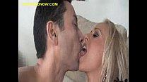 sucking between wife kiss Cuckold