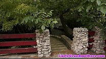 Trimmedpussy cougar orally pleasured