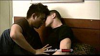 ตูดเกย์เด็ดสุดๆหนุ่มฝรั่งหน้าหล่อผิวขาวเล่นเสียวกับหนุ่มเอเชียกล้ามโตอย่างมันส์