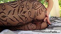 Hot  Nicole Aniston gets creampied in her backyard Vorschaubild