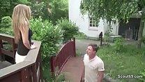 Teeny Caren fickt den Vermieter wegen Schulden im Garten pornhub video
