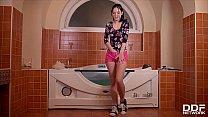 Bathtub masturbation masterpiece gives Anie Darling shivers of pleasure pornhub video