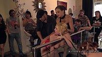 Немецкая блондинка работает бедрами