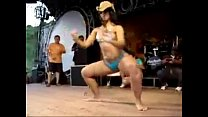 Morena gostosa dancando