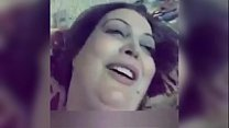 بنت حلوة قمر تغري حبيبها على السرير وينيكها في