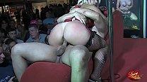 Carla Kinky si fa scopare da Sheri Taliani in una fiera erotica thumbnail