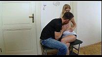Порно массажист выебал охуительную брюнетку